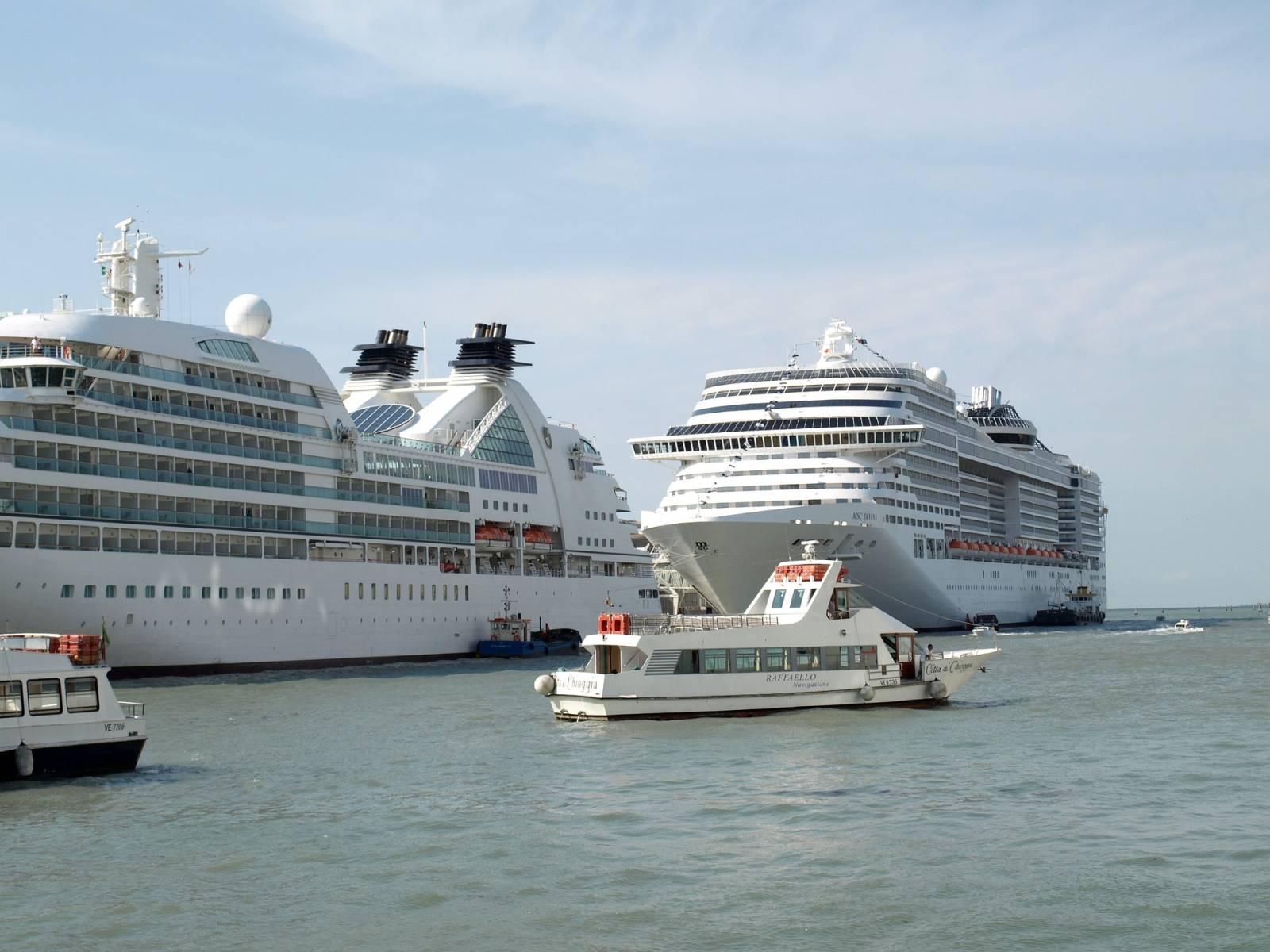 Taxi priv de l 39 a roport marseille provence au port de - Port embarquement croisiere marseille ...